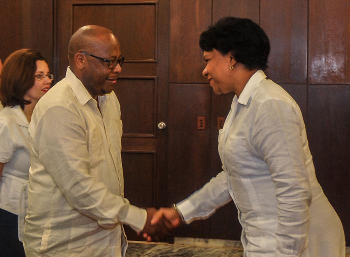 Recibió Vicepresidenta cubana a Canciller de Lesotho