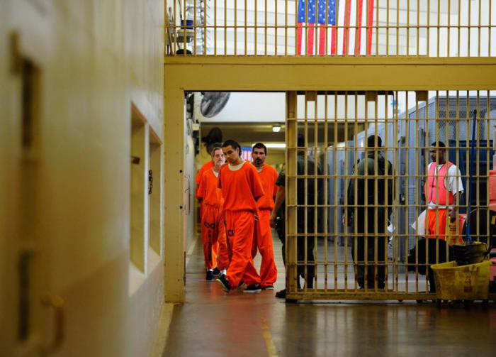 An editorial published by that media qualifies the prison as an affront to human rights.
