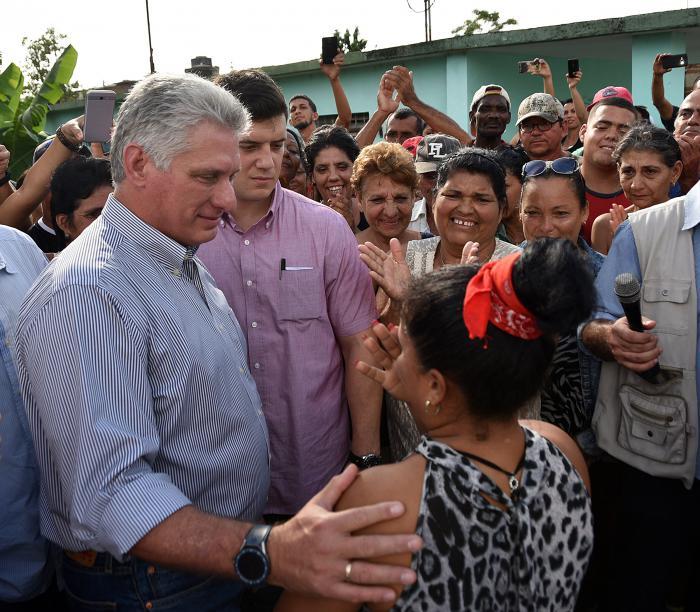 Visita Díaz-Canel el pueblo de Florida. Foto: Estudios Revolución