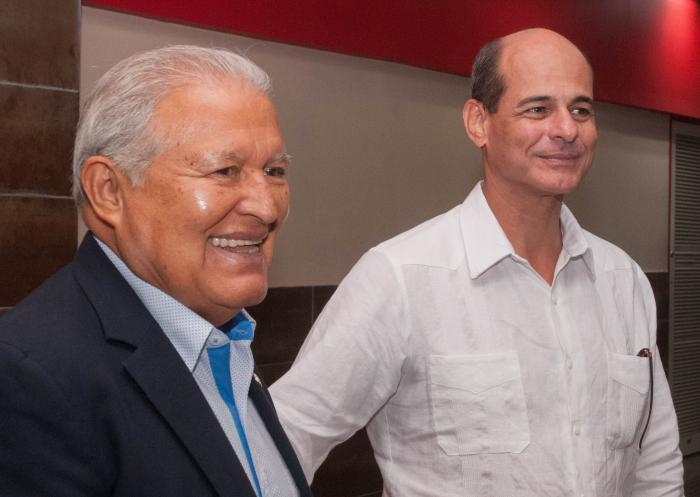 Presidente salvadoreño expresa solidaridad con caravana de migrantes