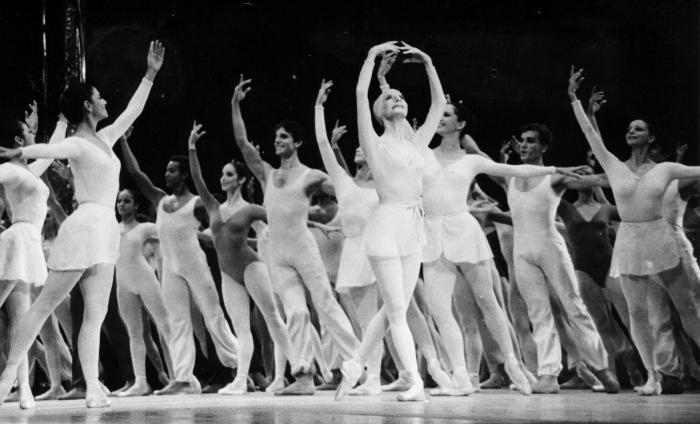Alicia Alonso en el desfile inaugural del x Festival Internacional de Ballet 1986.