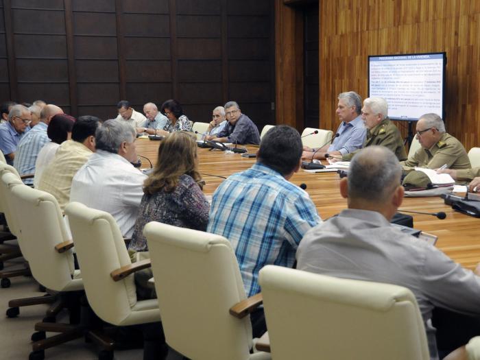 Díaz-Canel reviews housing construction program in Cuba