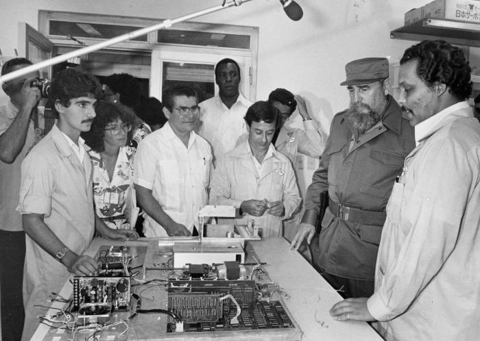 Realzan aportes de Fidel al desarrollo de la Ciencia en Cuba