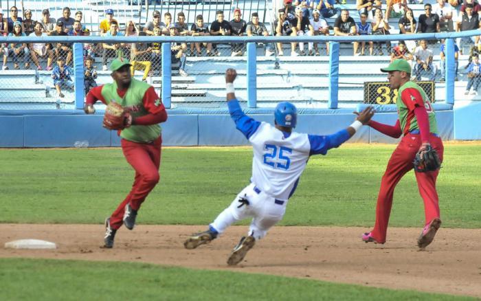 Azucareros y Leñadores comparten la cúspide del campeonato cubano de pelota
