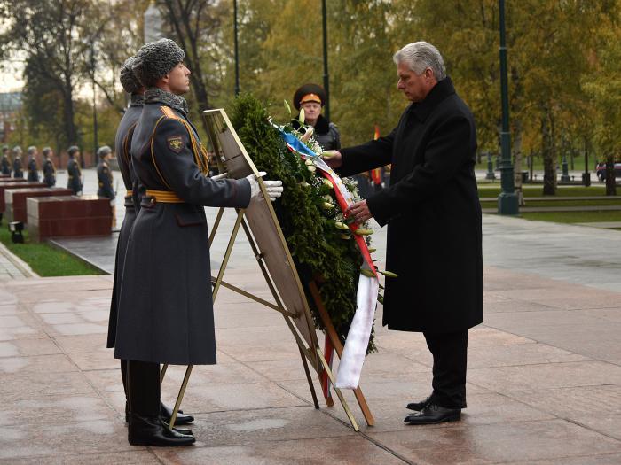 Presidente cubano rinde homenaje en Rusia al Soldado Desconocido (+ Fotos)