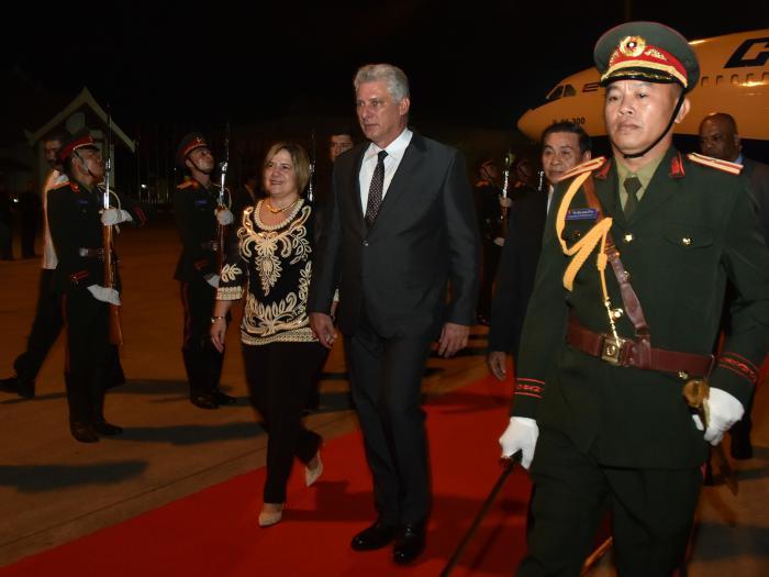 Presidente cubano llegó a la República Democrática Popular Lao
