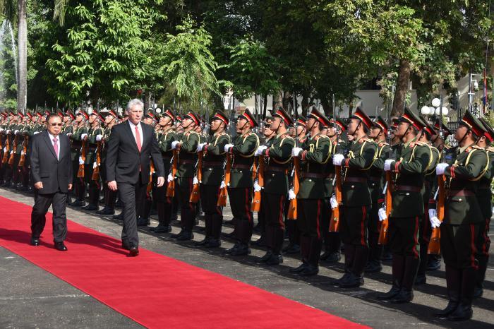 Concluyó el Presidente cubano visita a Laos (+ Fotos)