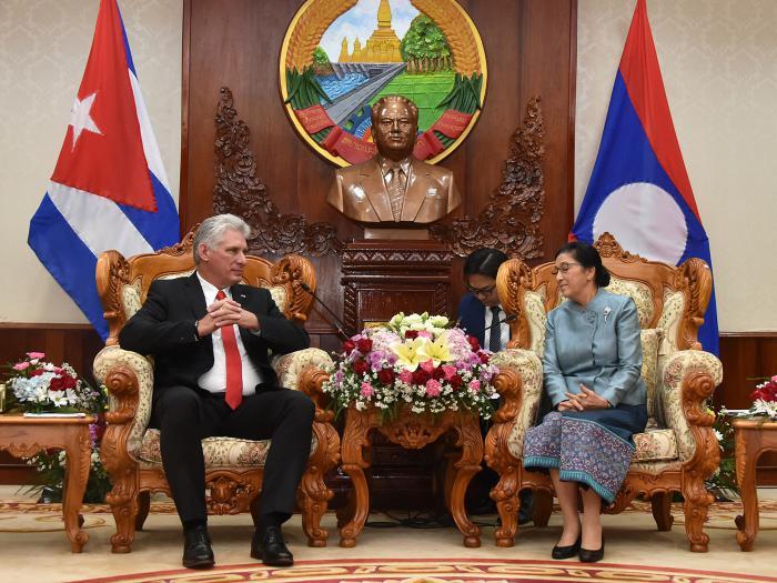 Dialoga mandatario cubano con primer ministro y presidenta de la Asamblea Nacional de Laos