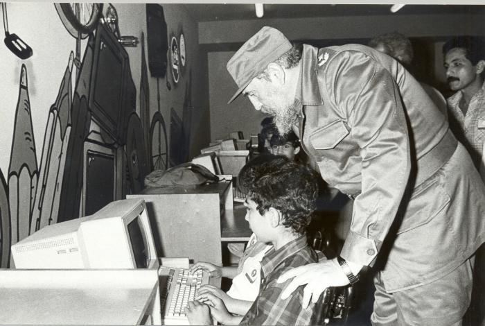El Comandante Fidel Castro Ruz en la inauguración del Palacio de Computación el 7 de marzo de 1991.