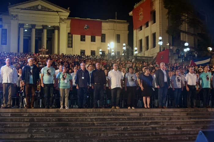 Díaz-Canel presidió la velada político cultural en homenaje al segundo aniversario de la desaparición física de Fidel.