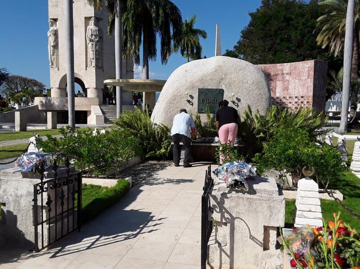 Raúl y Díaz-Canel rinden homenaje al Comandante en Jefe