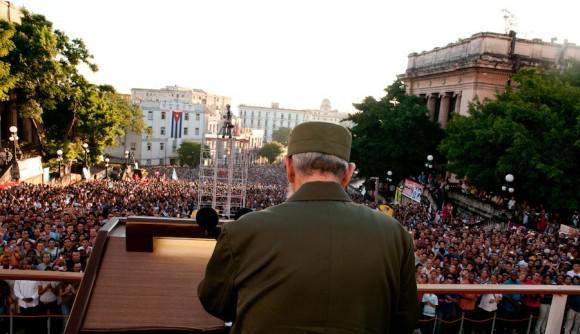 Y también resonó Fidel, como si estuviera hablándole otra vez a la multitud. Foto: Roberto Chile