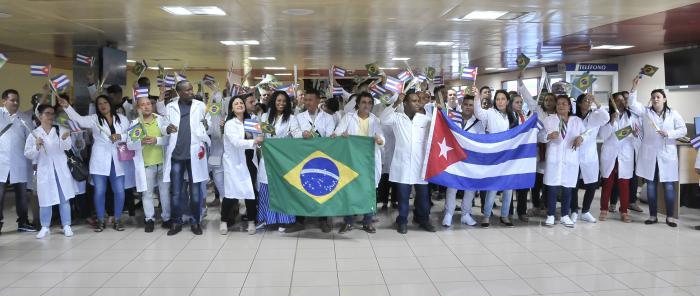 Continúa arribo escalonado de cubanos integrados al programa Más Médicos en Brasil