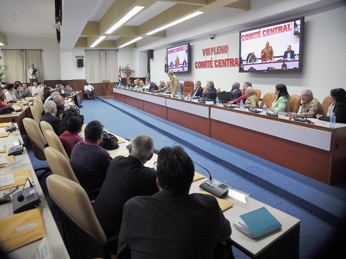 Pleno del Comité Central del PCC analiza Proyecto de Constitución cubana