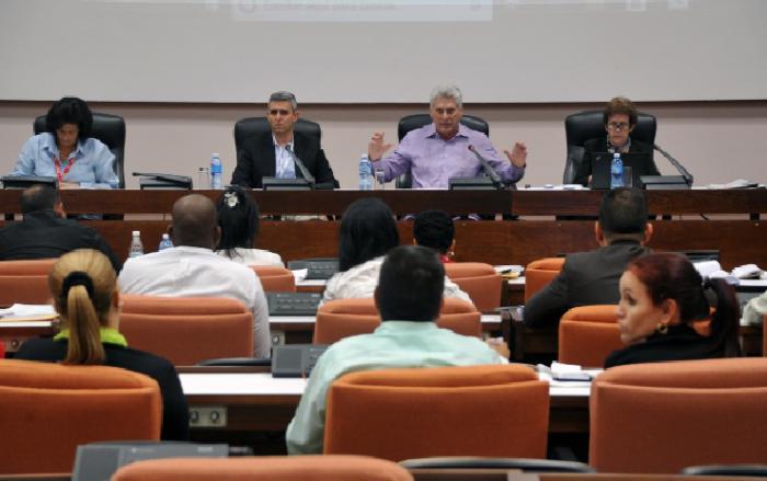 Participa Díaz-Canel en debates del Parlamento cubano