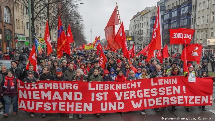 Homenaje a Rosa Luxemburgo, este lunes, en Berlín. FOTO: DPA