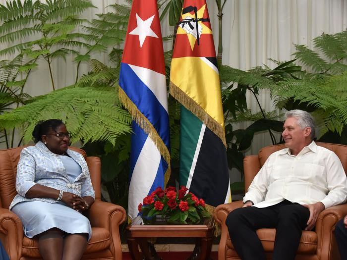 Cuban President received parliamentary leader from Mozambique. Photo: Granma.
