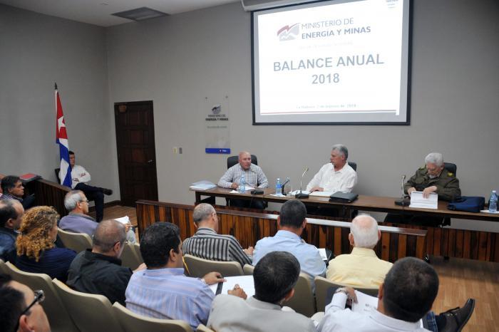 Llama Díaz-Canel a integrar coherentemente actores y formas de propiedad económicas