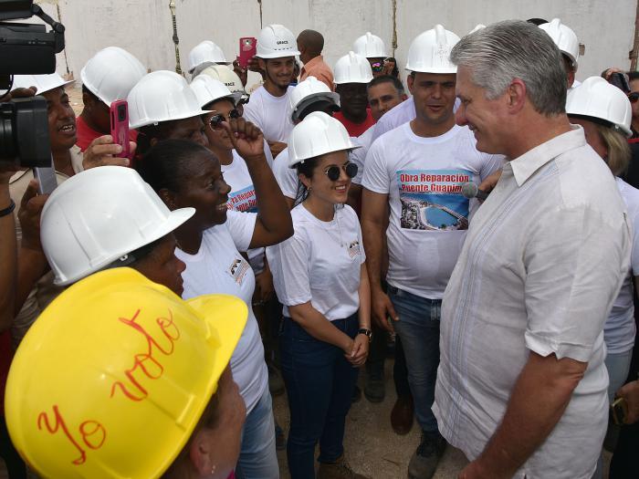 asiste presidente cubano a entrega de viviendas a damnificados del tornado