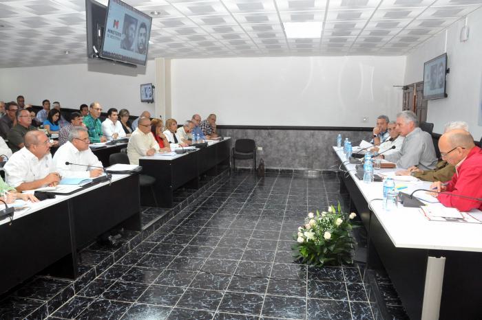 Preside Díaz-Canel balance anual de la Agricultura y la Industria