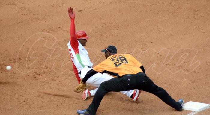 Beisbol-Play Off Final Tunas vs VCL las tunas serie 58 jugada en primera doble play