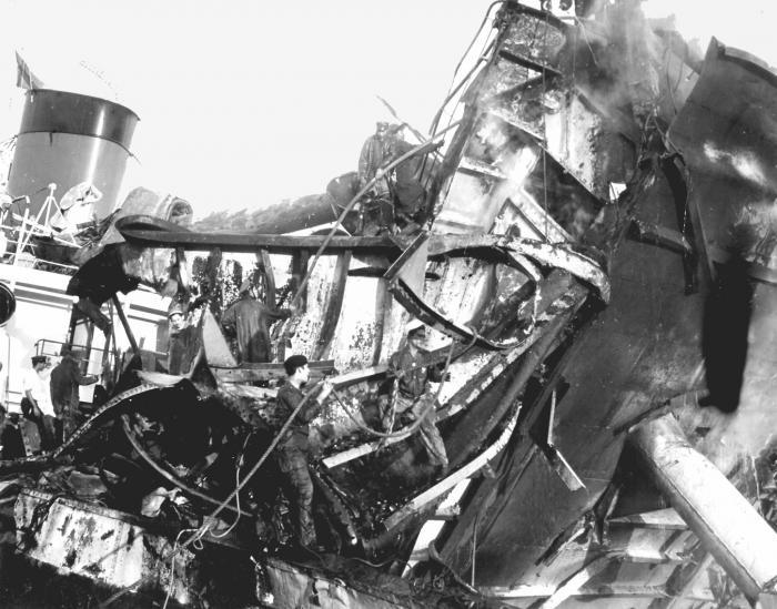 Producto del sabotaje al vapor La Coubre, el 4 de marzo de 1960, perdieron la vida más de un centenar de cubanos, entre estibadores, trabajadores portuarios y miembros del Ejército Rebelde. Foto: Alberto Korda