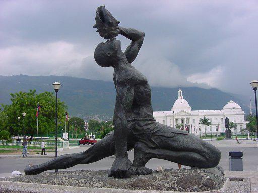 Monumento a Macandal en las afueras del Palacio Presidencial de Haití.
