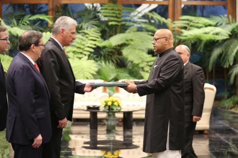Díaz-Canel a reçu les lettres de créance de nouveaux ambassadeurs (+Photos)