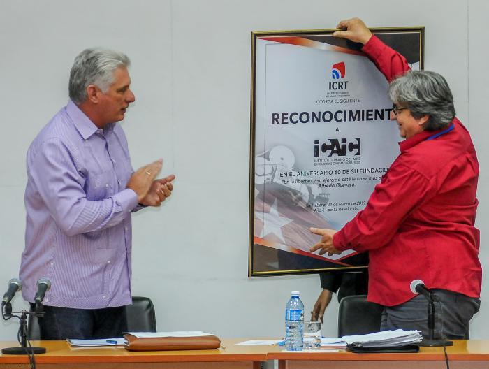 Convoca Díaz-Canel a mayor cercanía entre medios de comunicación y sus audiencias