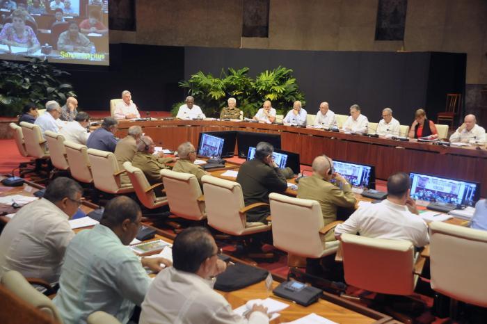 Examina Gobierno cubano importantes programas económicos y sociales