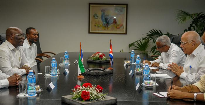 Simeon Oyono Esono Angue, Ministro de Asuntos Exteriores y Cooperacion de Guinea Ecuatorial, de visita en Cuba es recibido por Ricardo Cabrisas Ruíz. Vicepresidente del Consejo de Ministros, en la sede del Consejo de Ministros.