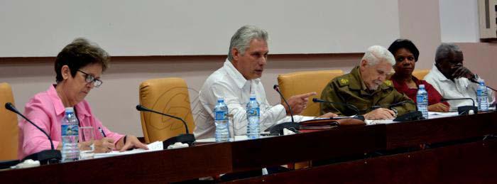 Díaz-Canel llama a redoblar esfuerzos en plan de la vivienda