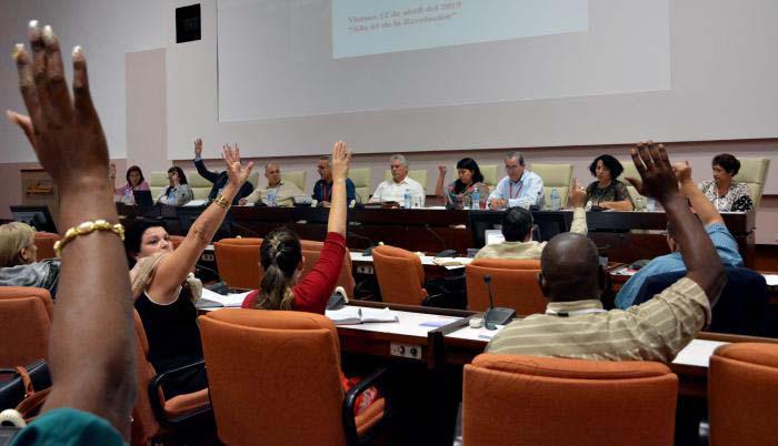 Diputados cubanos analizan papel de la Universidad en el desarrollo municipal
