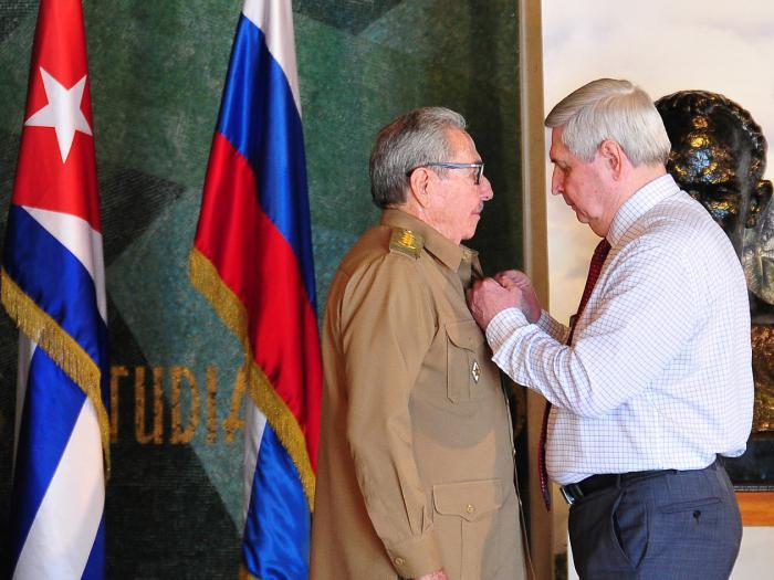Recibió Raúl Premio Lenin por su excepcional aporte a la construcción del Socialismo
