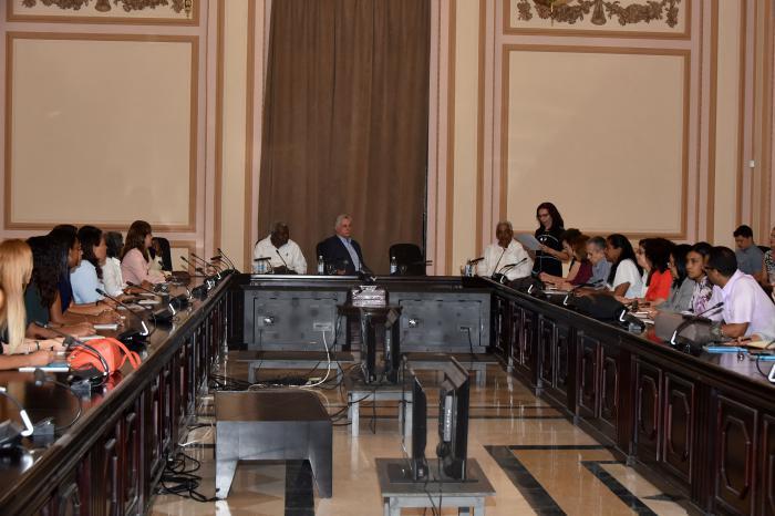 Participa Díaz-Canel en inicio de curso sobre técnicas normativas para apoyar proceso legislativo