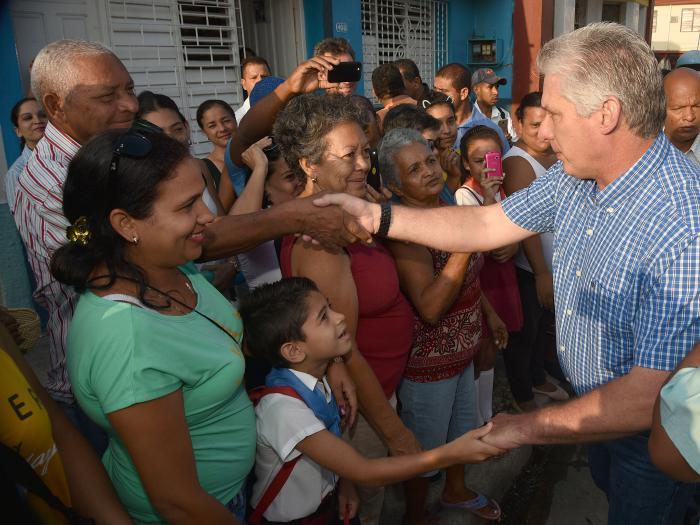 Vivienda e informatización centran labor de segunda jornada de visita gubernamental en Granma