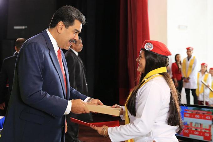Au cours de la réunion, Maduro a réitéré sa foi en la jeunesse vénézuélienne.  photo: presse latina