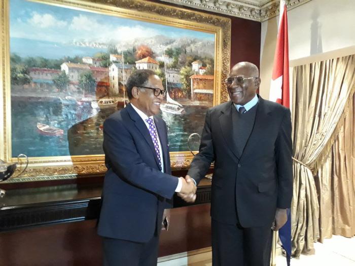 Primer Ministro de Eswatini recibe a Salvador Valdés Mesa