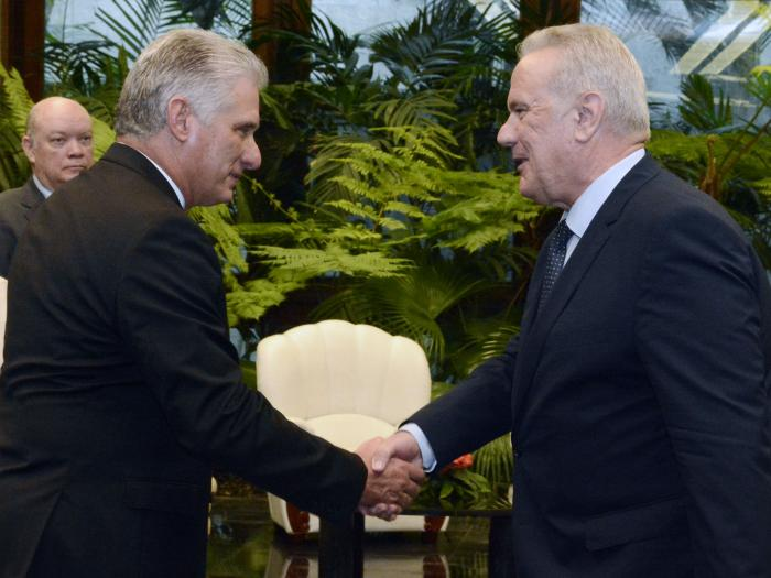 Díaz-Canel recibe al Comisario de Cooperación Internacional y Desarrollo de la Comisión Europea (+Fotos)