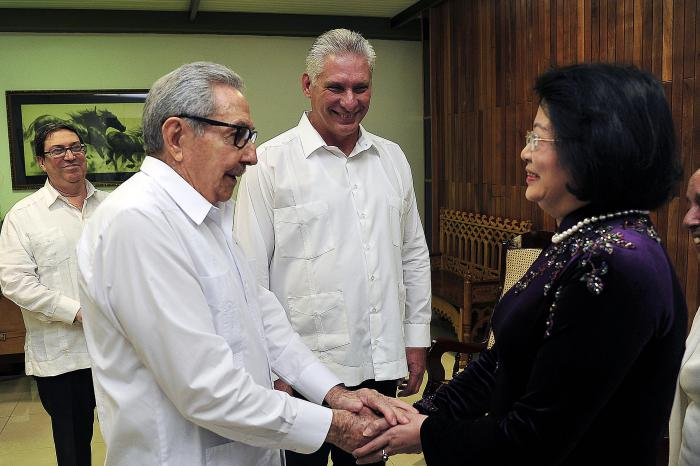 Raúl and Díaz-Canel received the Vice President of Vietnam