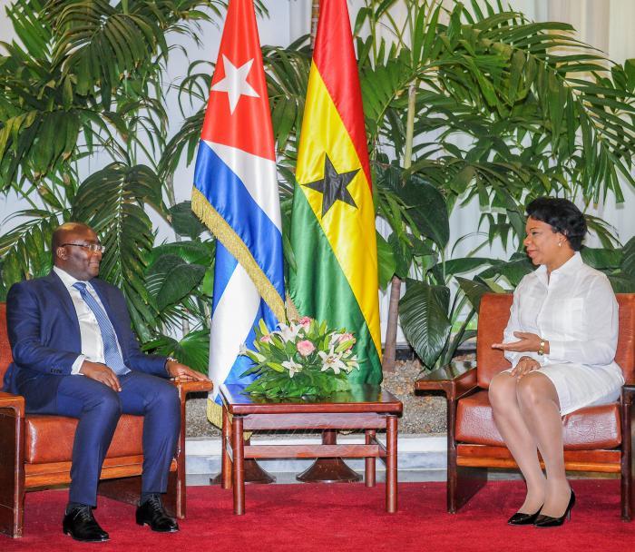 Dialogan vicepresidentes de Cuba y Ghana