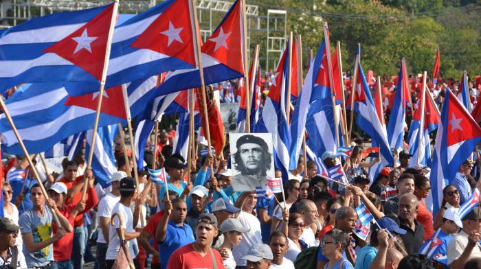 Desfile del 1ro de Mayo en la Plaza de la Revolución, presidido por el General de Ejército Raúl Castro Ruz, Primer Secretario del Partido Comunista de Cuba y Miguel Díaz-Canel Bermúdez, miembro del Buró Político del PCC y Presidente de los Consejos de Estado y de Ministros.