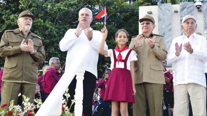 Los líderes de la Revolución Cubana compartieron con las nuevas generaciones, como muestra de una Revolución que continúa.