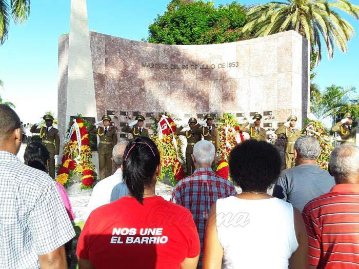 Raúl Castro y Díaz-Canel rinden tributo a los mártires de la Revolución