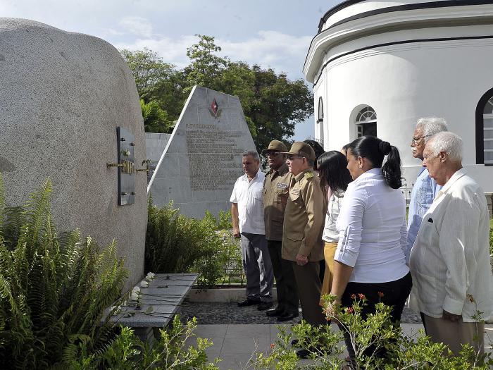 Raúl en Santa Ifigenia: homenaje a los mártires de la Patria   (+Fotos)
