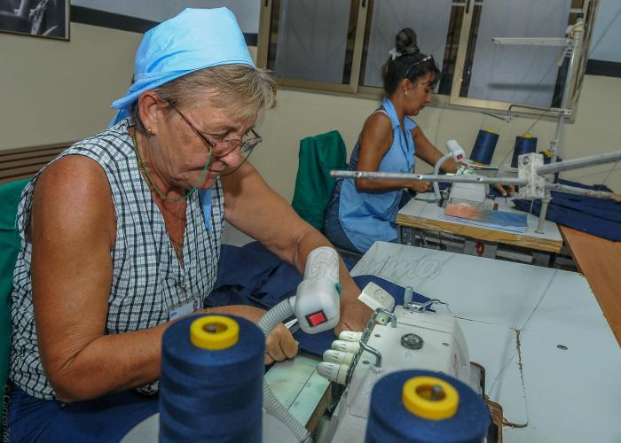 Taller textil Ana Betancourth, Aguacate Municipio Madruga, Mayabeque, confeccion de Uniformes escolares