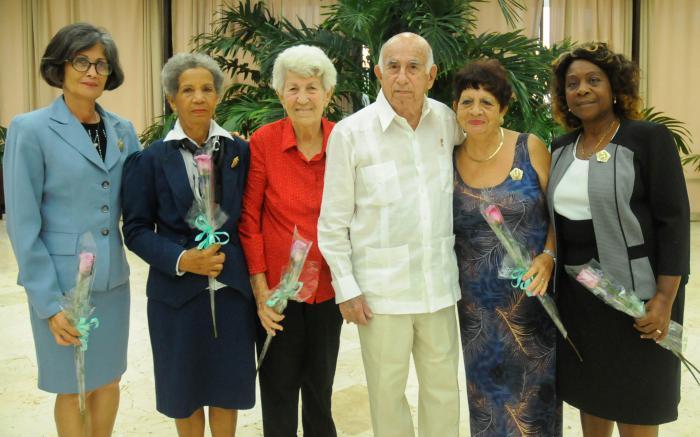 Condecora el Consejo de Estado en Cuba a mujeres destacadas