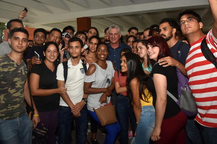 El Presidente destacó el impacto que han tenido entre los jóvenes los campamentos de verano en centros educacionales y universidades.