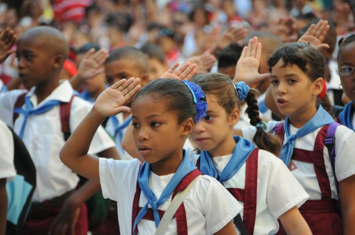 El trabajo con los símbolos nacionales se realizará desde la labor metodológica con los docentes para transmitir a los estudiantes el conocimiento y respeto que estos merecen.