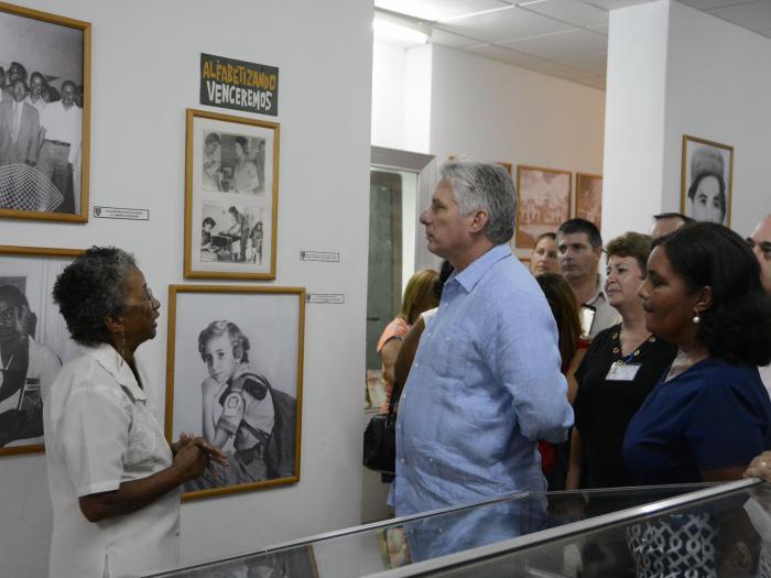 El Presidente cubano presta especial atención a la preservación del patrimonio documental e histórico de la nación cubana.